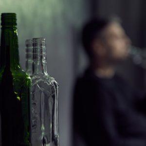 Jak rozpoznać alkoholika? – Zobacz czy czas na terapię