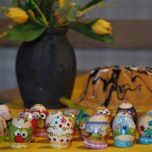 Świąteczne jajka zdobione przez uczestników terapii